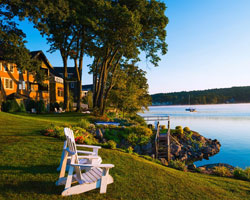 Step back in time with experiencing the luxuries of today when you discover Mill Falls Lake Winnipesaukee.